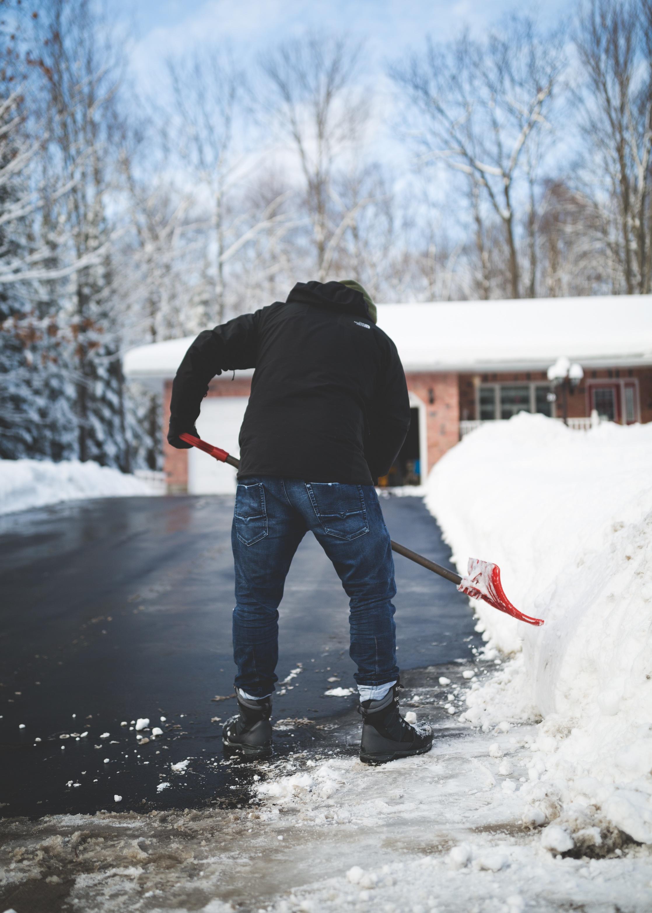 Hjälp med snöskottning